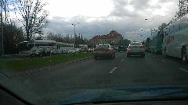 Autokary blokują prawe pasy Maciej / warszawa@tvn.pl