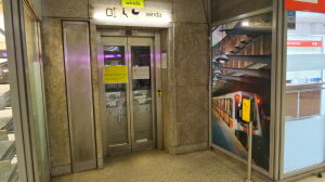 """Psujące się windy w metrze. """"Jest gorzej"""" kontra """"jest lepiej"""""""