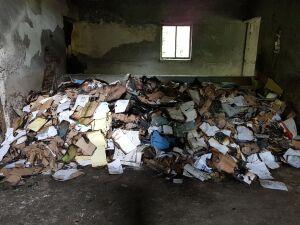 """Tony dokumentów w pustostanie. """"Sprawdzimy, po co były niszczone"""""""