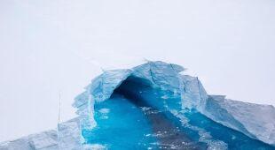 Olbrzymia góra lodowa na Atlantyku (fot. BFSAI)