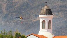 Ogień gaszą samoloty i śmigłowce pożarnicze (PAP/EPA/ELVIRA URQUIJO A.)