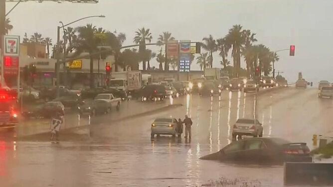 Kalifornia nękana przez powodzie <br />i trzęsienia ziemi