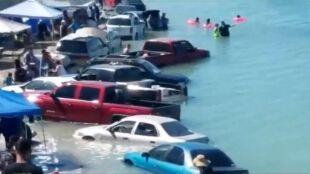 """Samochody jak łodzie. """"Mamy największe fale w Meksyku"""""""