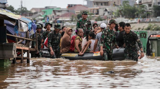 21 zabitych przez powódź w Dżakarcie