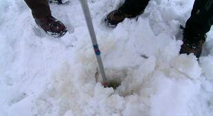Badania grubości lodu na Wiśle (TVN24)
